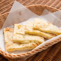 Cheese Nan/チーズナン  ¥500